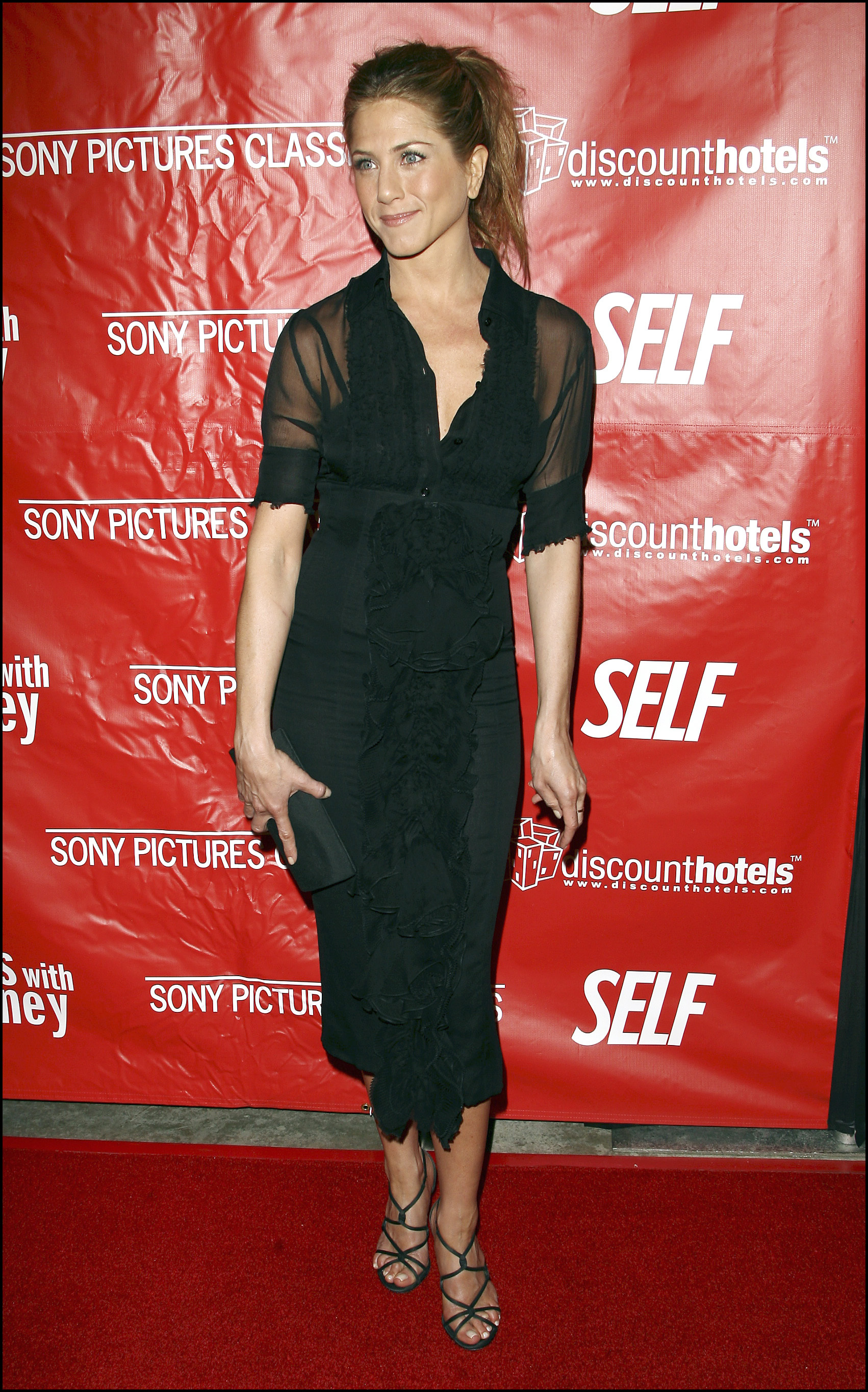 En este caso, Jennifer Aniston coronó el look con una cola de caballo muy favorecedora