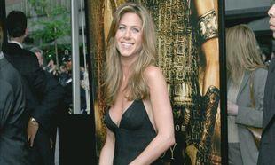 La actriz ha encontrado en el vestido negro la fórmula de estilo con...