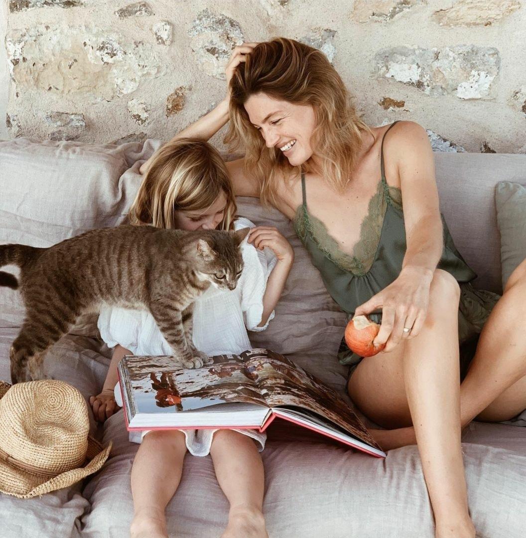 Los gatos de la familia de Vanessa Breuer pasean felices en su paraíso en Ibiza.