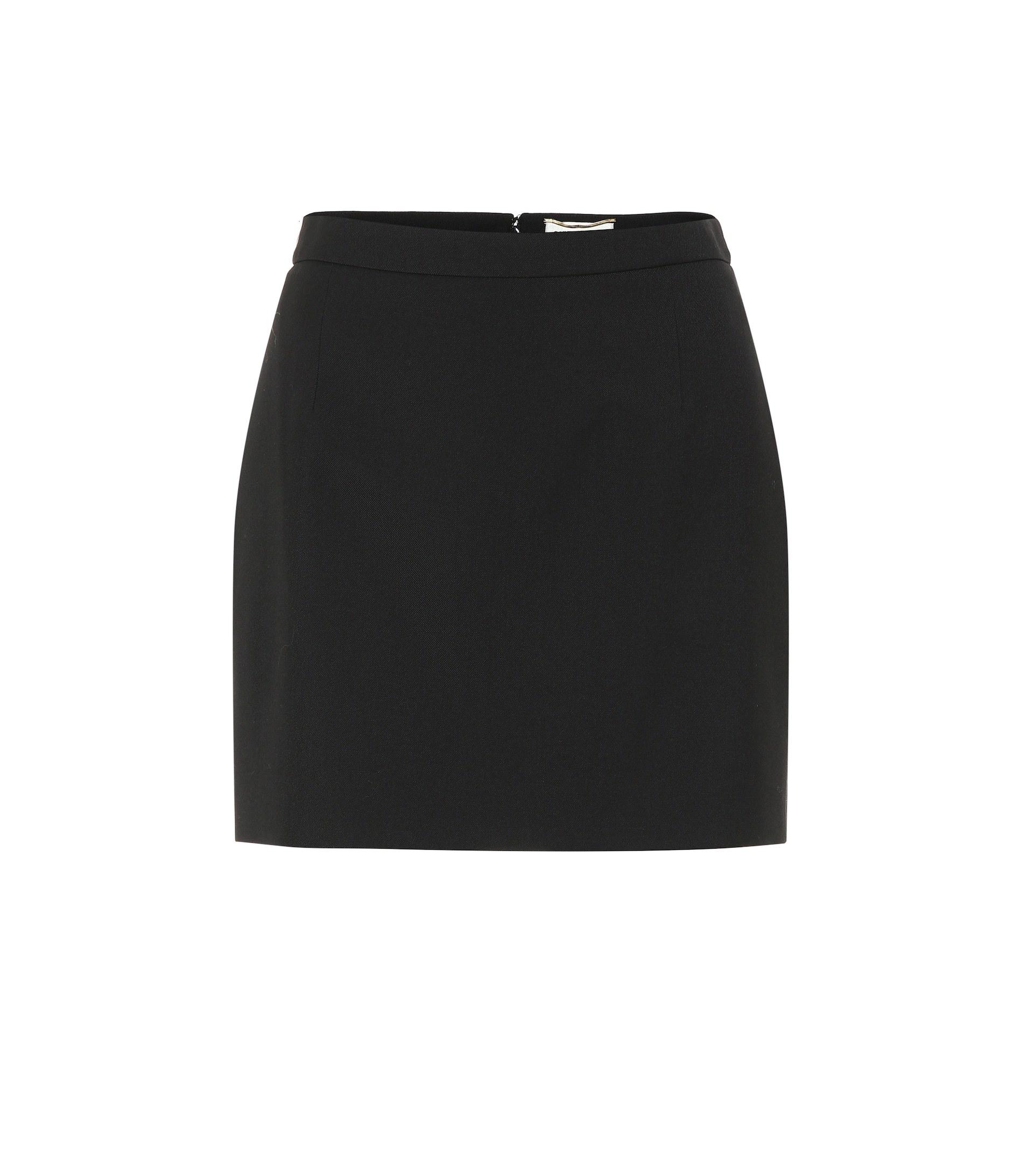 Minifalda negra de Saint Laurent.