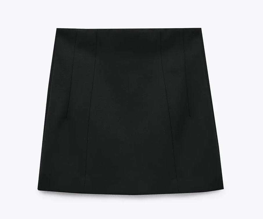 Mini negra, de Zara.