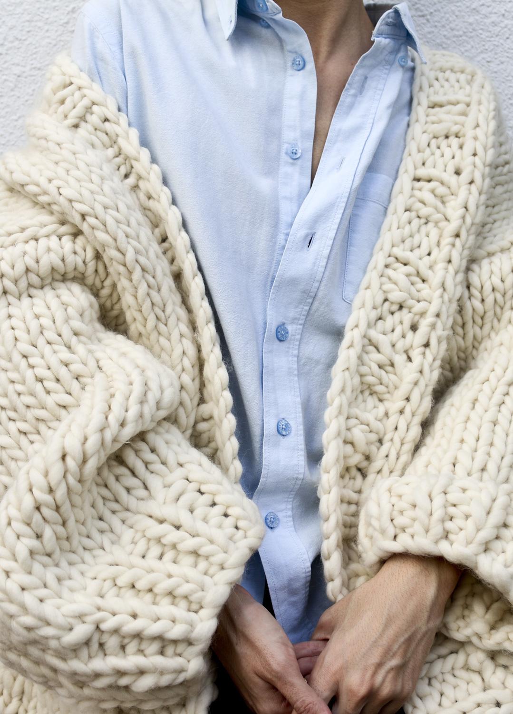 La motricidad fina se estimula con los trabajos manuales. Hazte con un kit como el de Simone Cardigan - Kit de tejer. Incluye todo lo necesario para tejer esta chaqueta de punto. We are knitters (115 euros).
