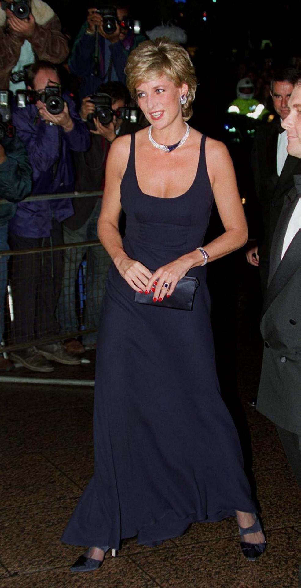 Maxi vestido negro, Lady Di (1995)