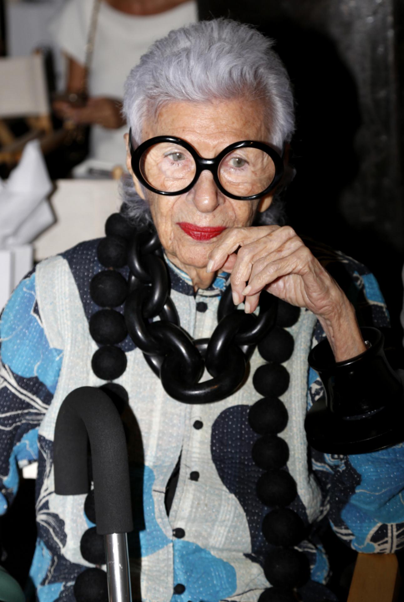 Con sus características gafas durante la semana de la moda de Nueva York, en 2016.