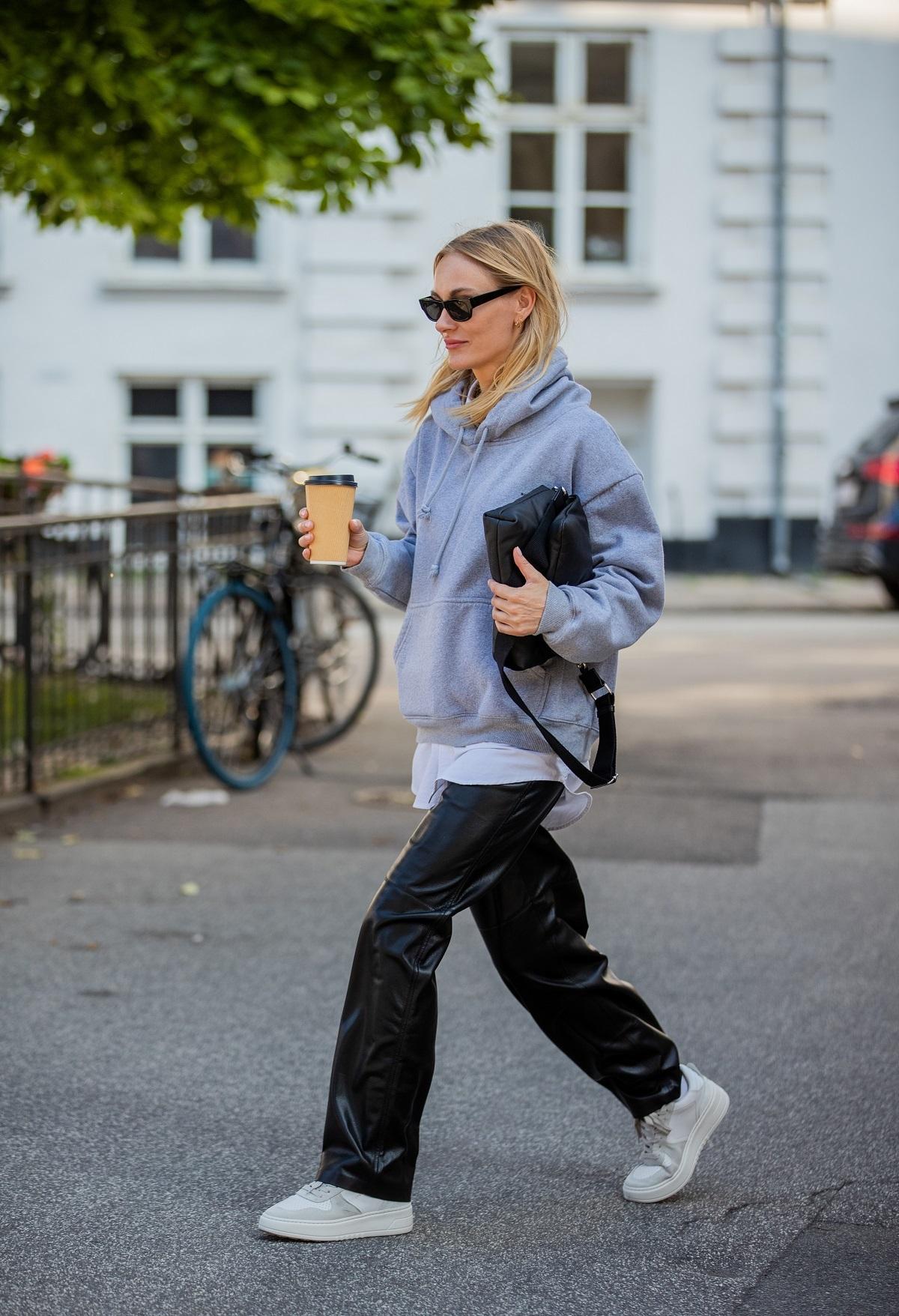 Una sudadera gris es una pieza en la que ya han invertido las que más saben de moda.