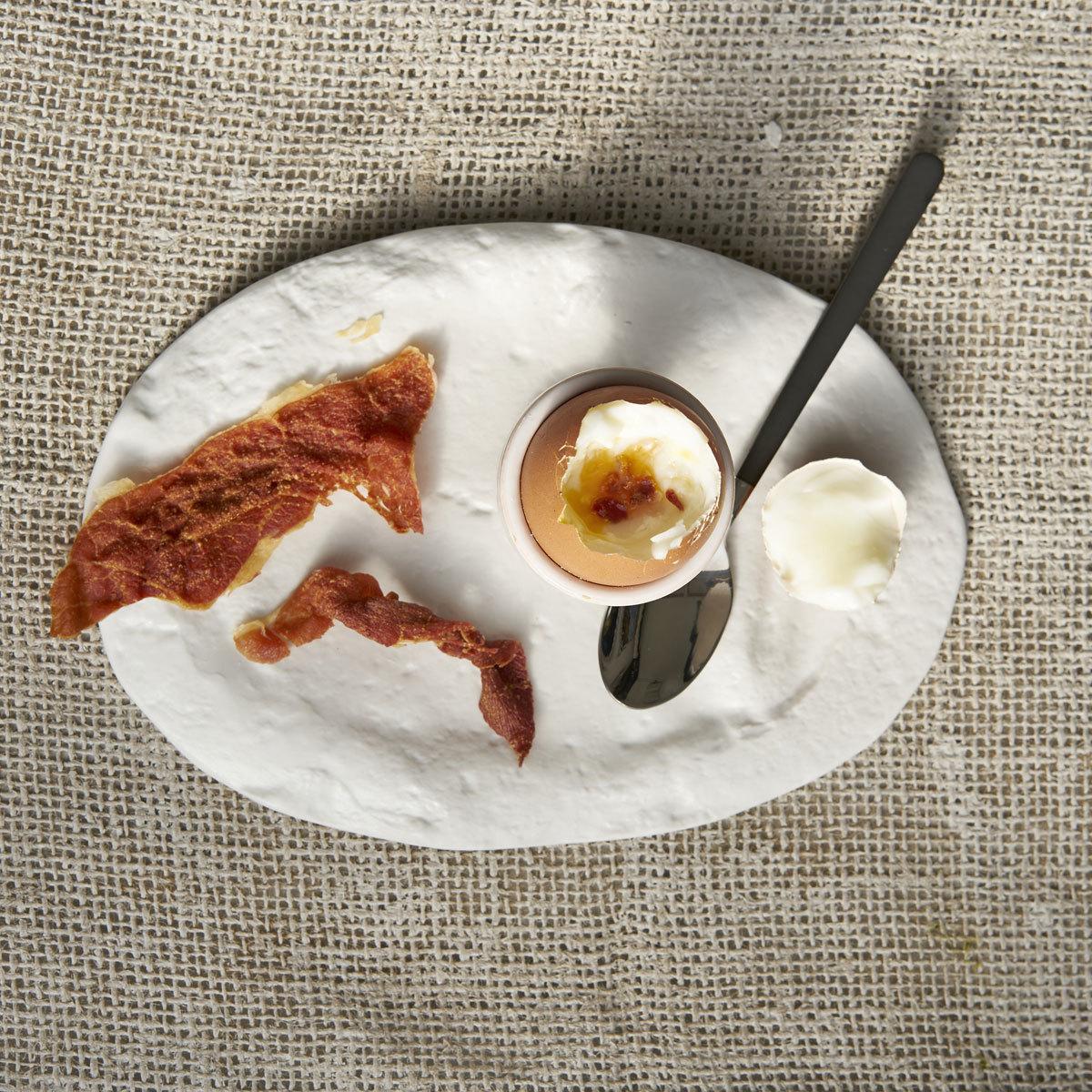 La versión TELVA de los huevos pasados por agua con sal y jamón.