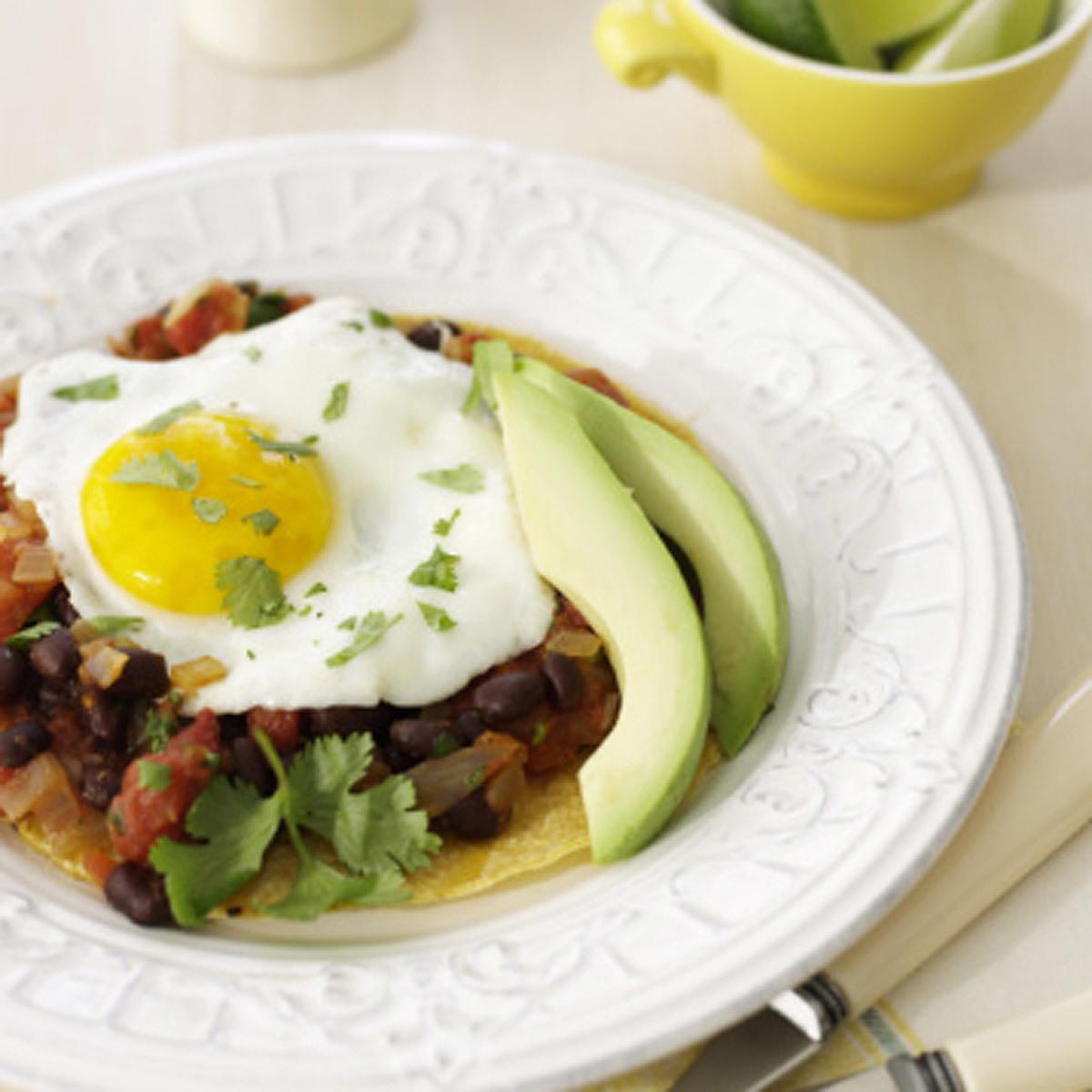 Nuestros huevos fritos con migas para desayunar.