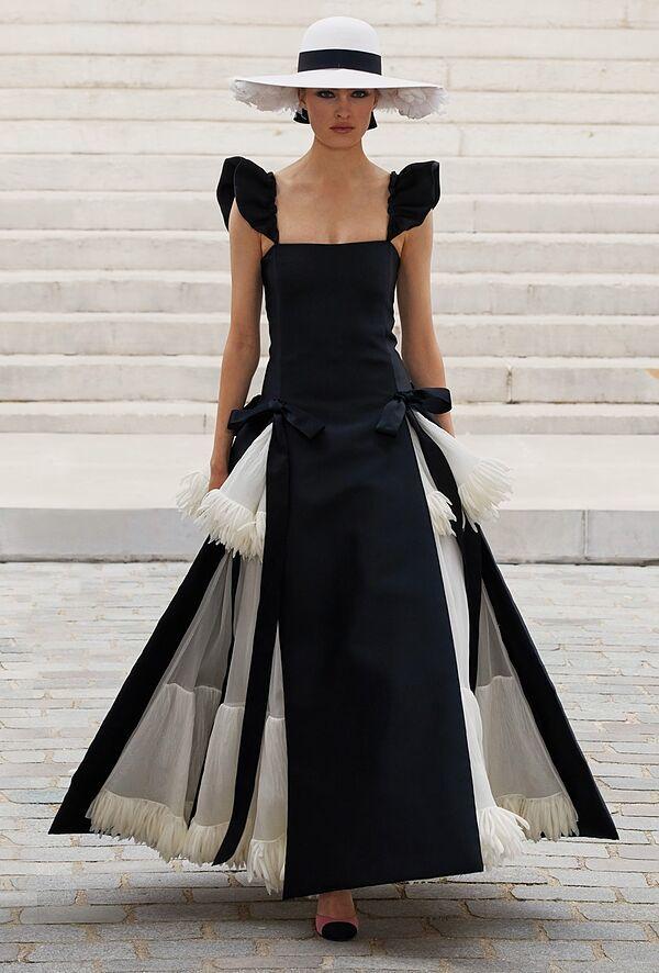 Look 34 del desfile de Alta Costura de Chanel otoño-invierno 2021-2022.