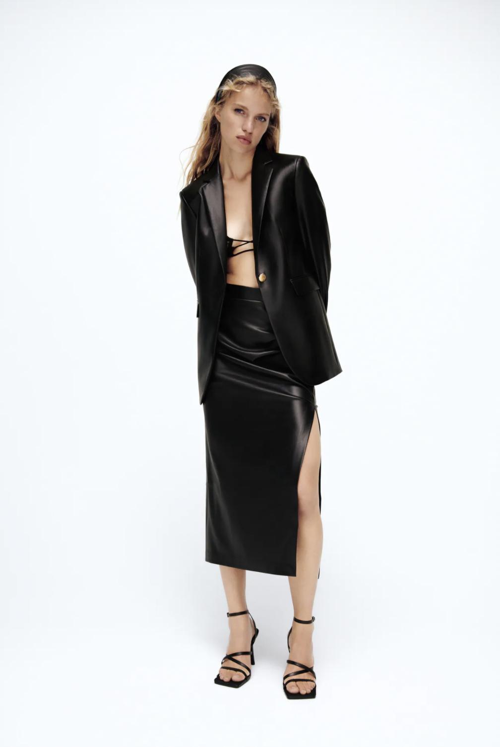 Las chaquetas efecto piel tienen poder para elevar cualquier look al instante