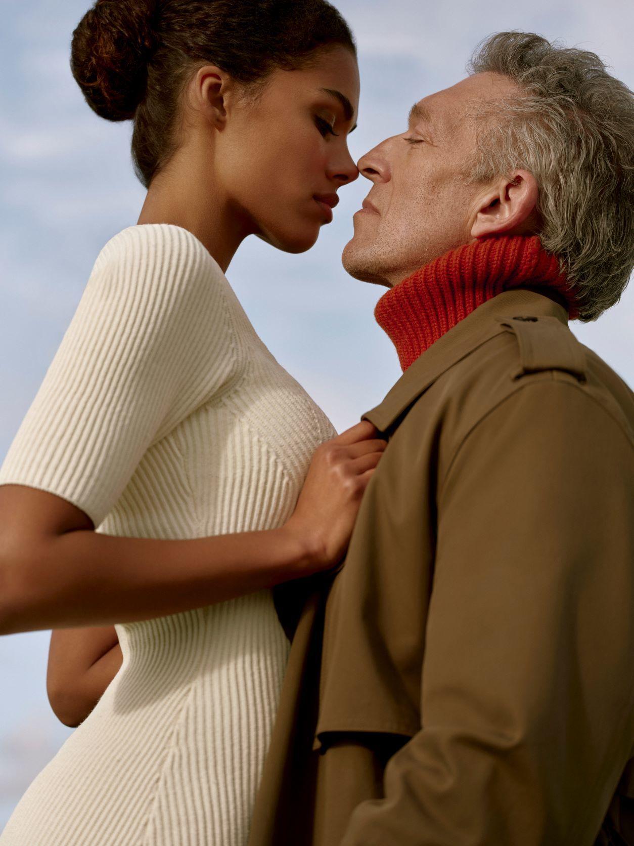 Vincent Cassel y Tina Kunakey en la campaña otoño-invierno 2021-2022  de The Kooples.