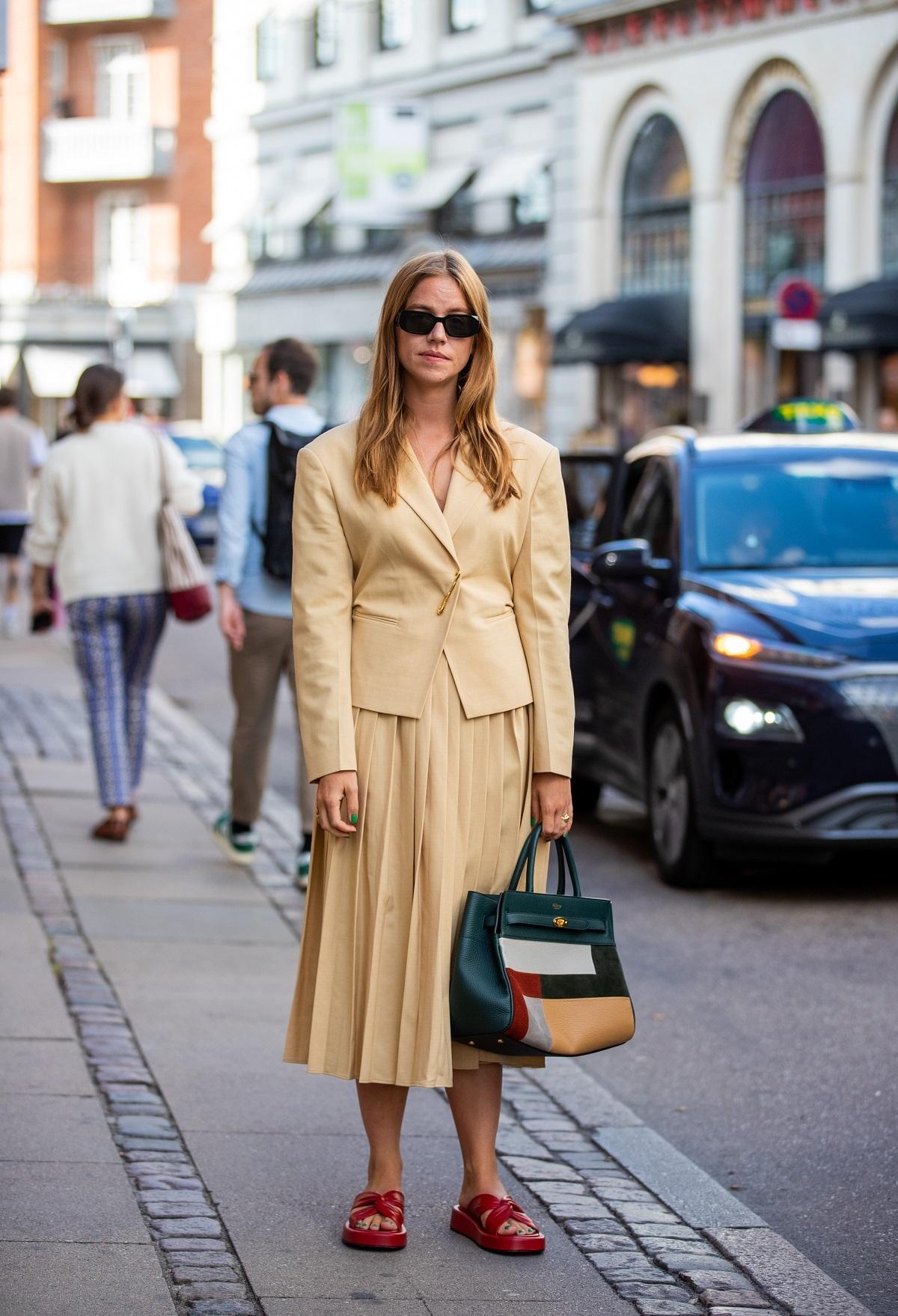 La falda plisada será uno de los mejores comodines de tu armario.