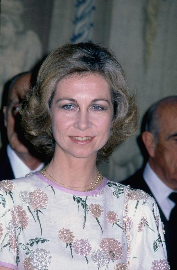 La reina Sofía en 1981 con el cuerpo bordado en flores rescatado por la reina Letizia