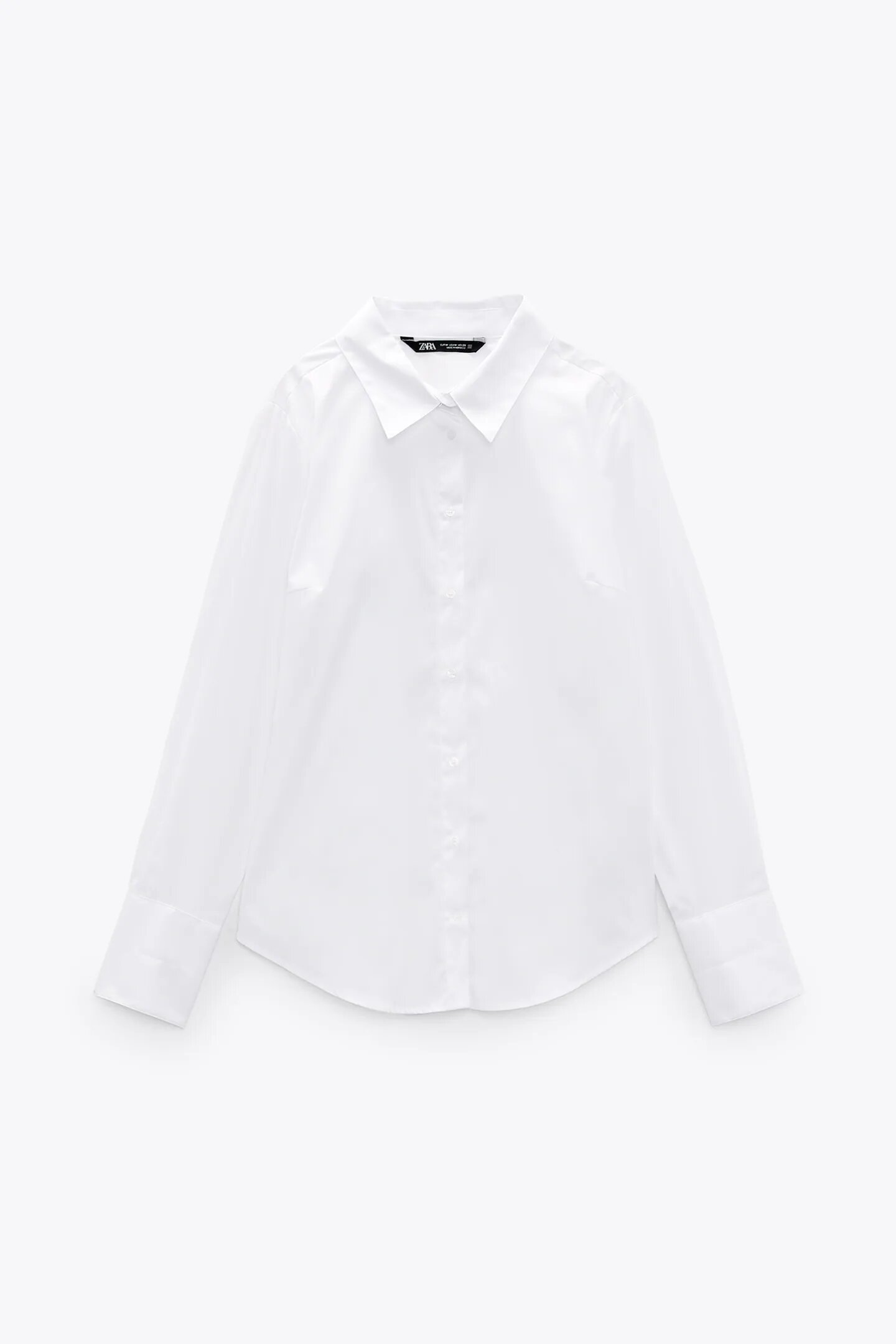 Camisa blanca de popelín, de Zara.