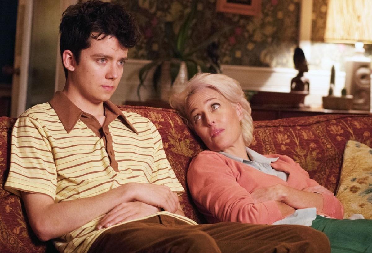 """La relación de la doctora Milburn con su hijo Otis (interpretado por Asa Butterfield) es principal en """"Sex Education""""."""