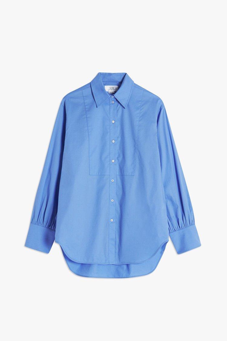 Camisa oversize azul de Victoria Beckham.