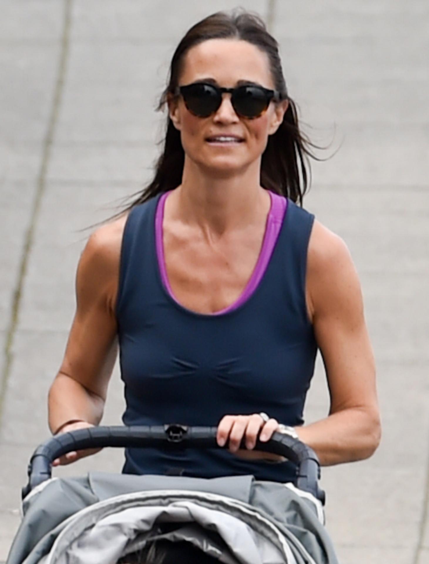 Camiseta, mallas, carro con bebé y a correr, la técnica de conciliación de Pippa Middleton.