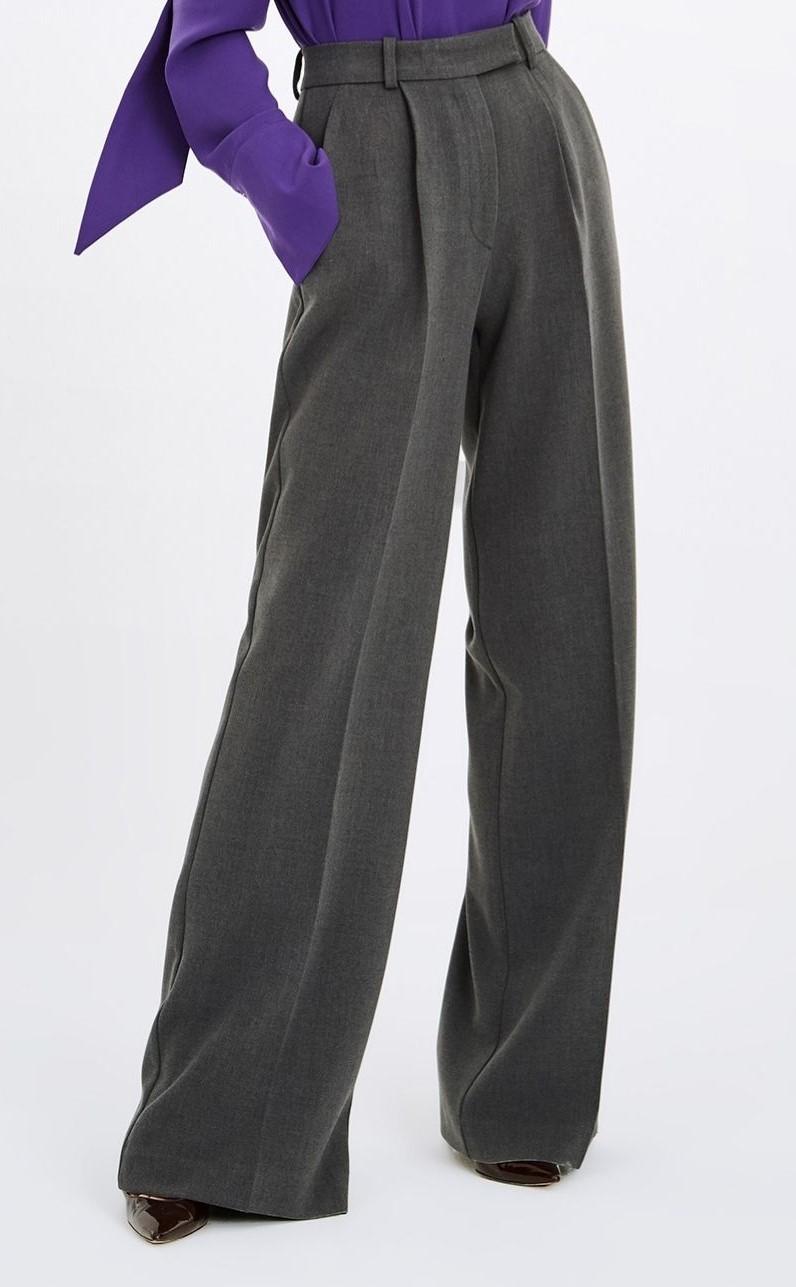 Pantalón de pinzas, de The IQ Collection.