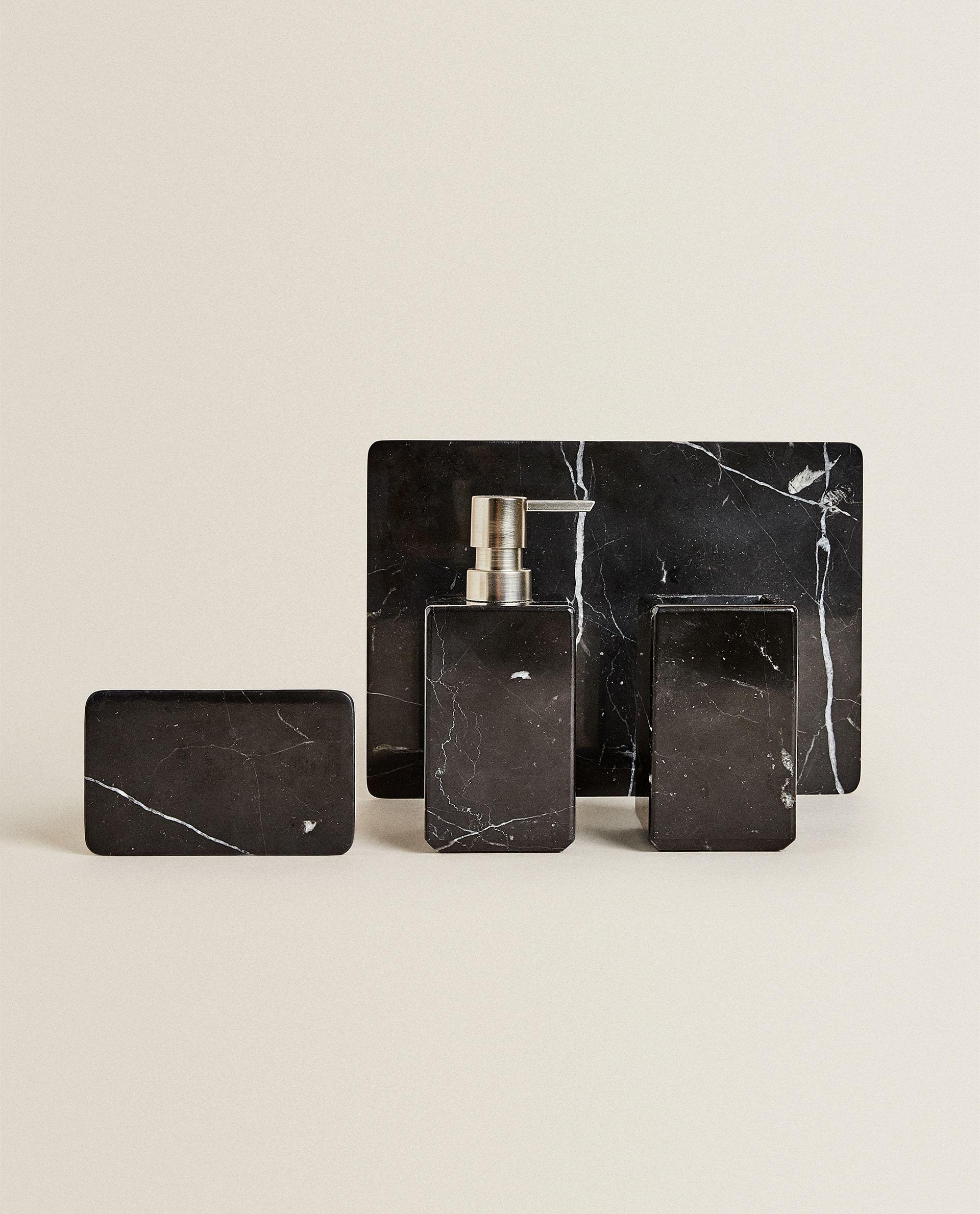 Set de baño en mármol negro, Zara Home.