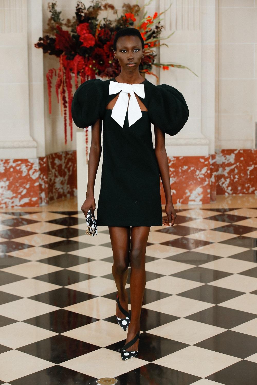 Vestido negro con lazo de Carolina Herrera NY.