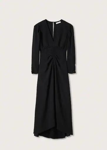 Vestido con detalle fruncido. Mango (69,99 euros).Man