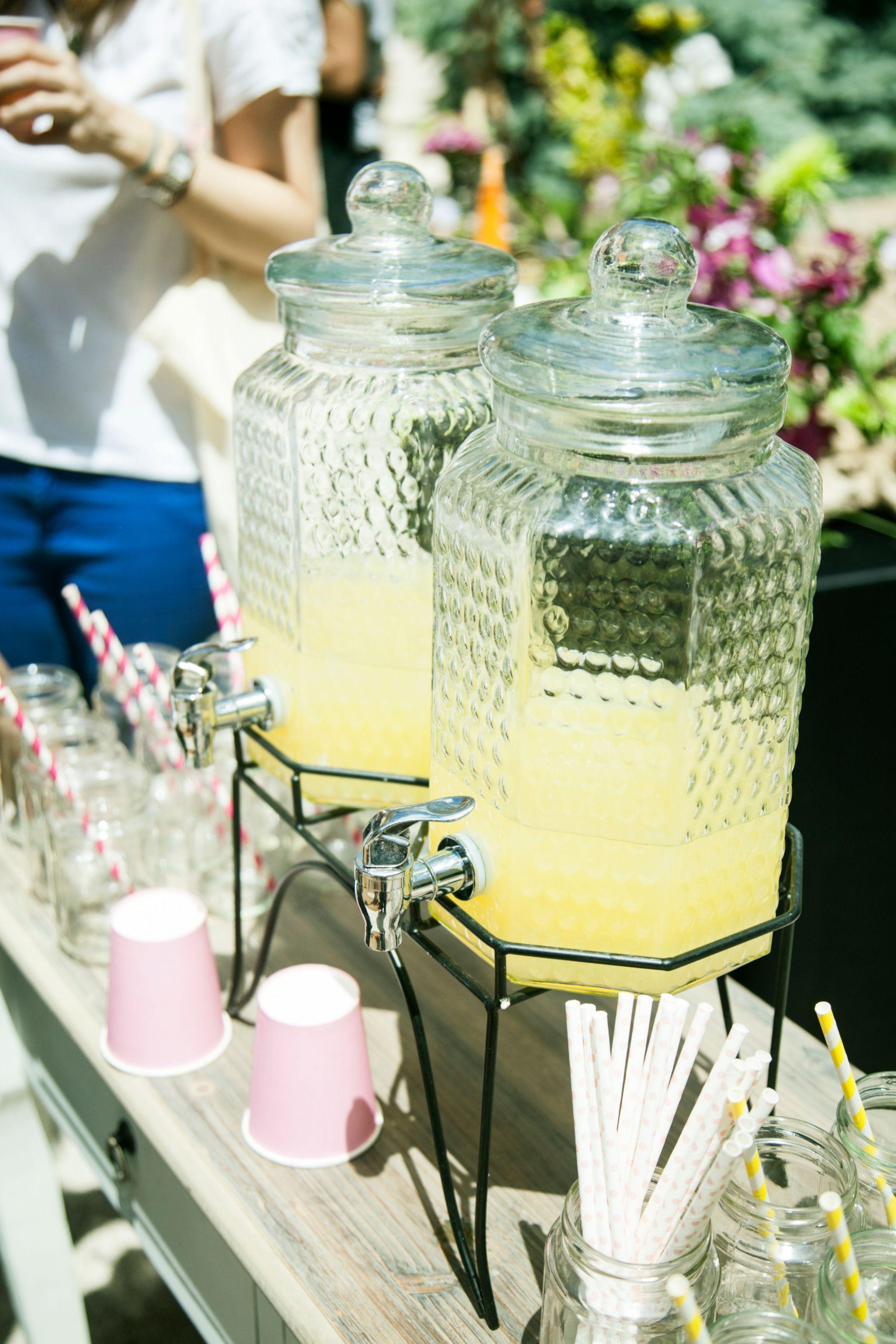El zumo de limón es rico en vitamina C y tiene propiedades anti inflamatorias.
