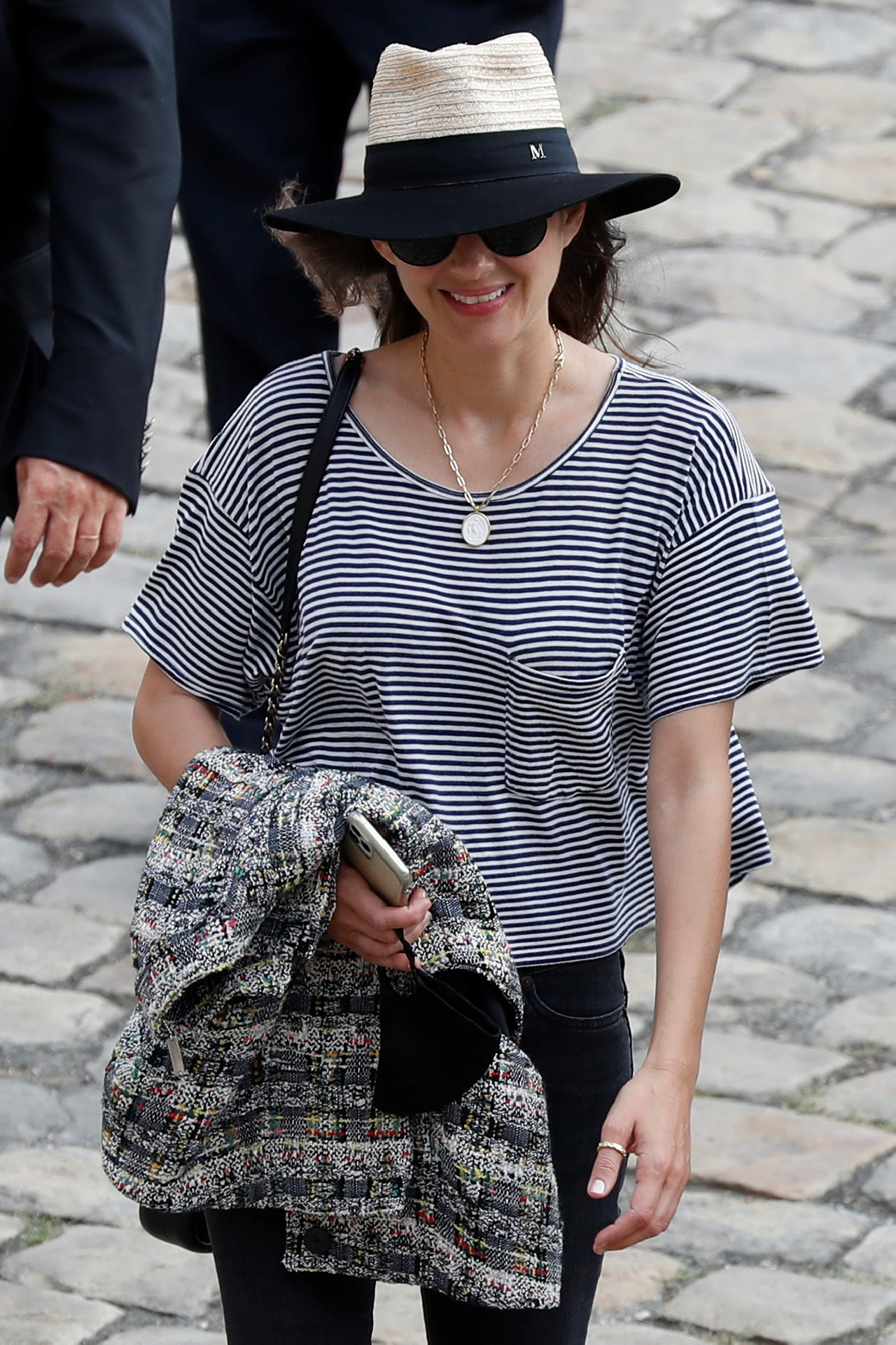 En su vida cotidiana, alejada del photocall, pasea con sombreros de Maison Michel.