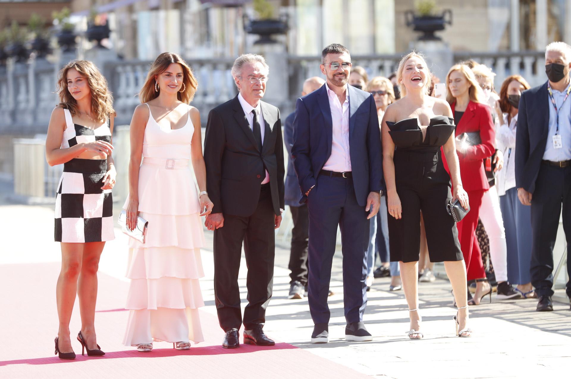 Irene Escolar vestida de Dolce & Gabbana por José Juan Rodríguez y Paco Casado