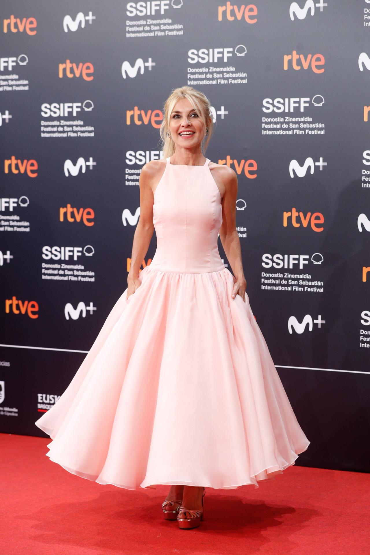 Cayetana Guillén Cuervo lució un vestido hecho a medida por Pedro del Hierro inspirado de Audrey Hepburn