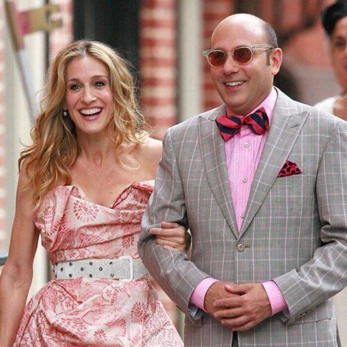 Con su mejor amiga en la serie Sex and the City, Carrie.