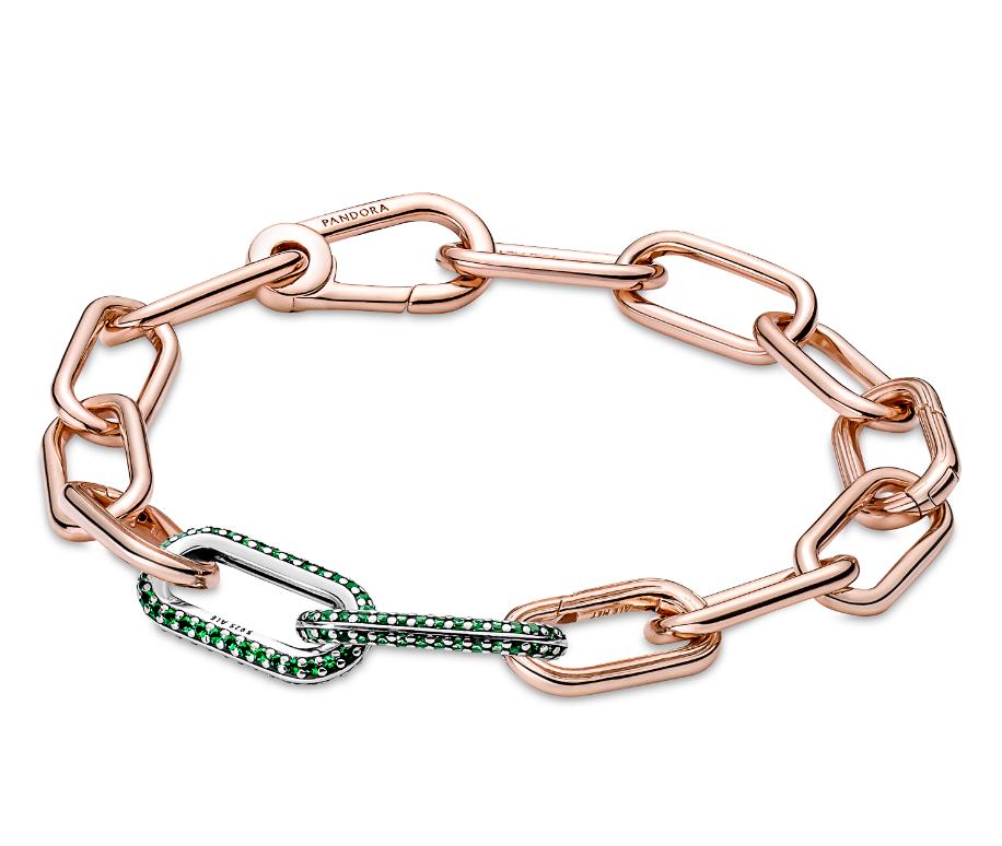 Golden bracelet with pavé links