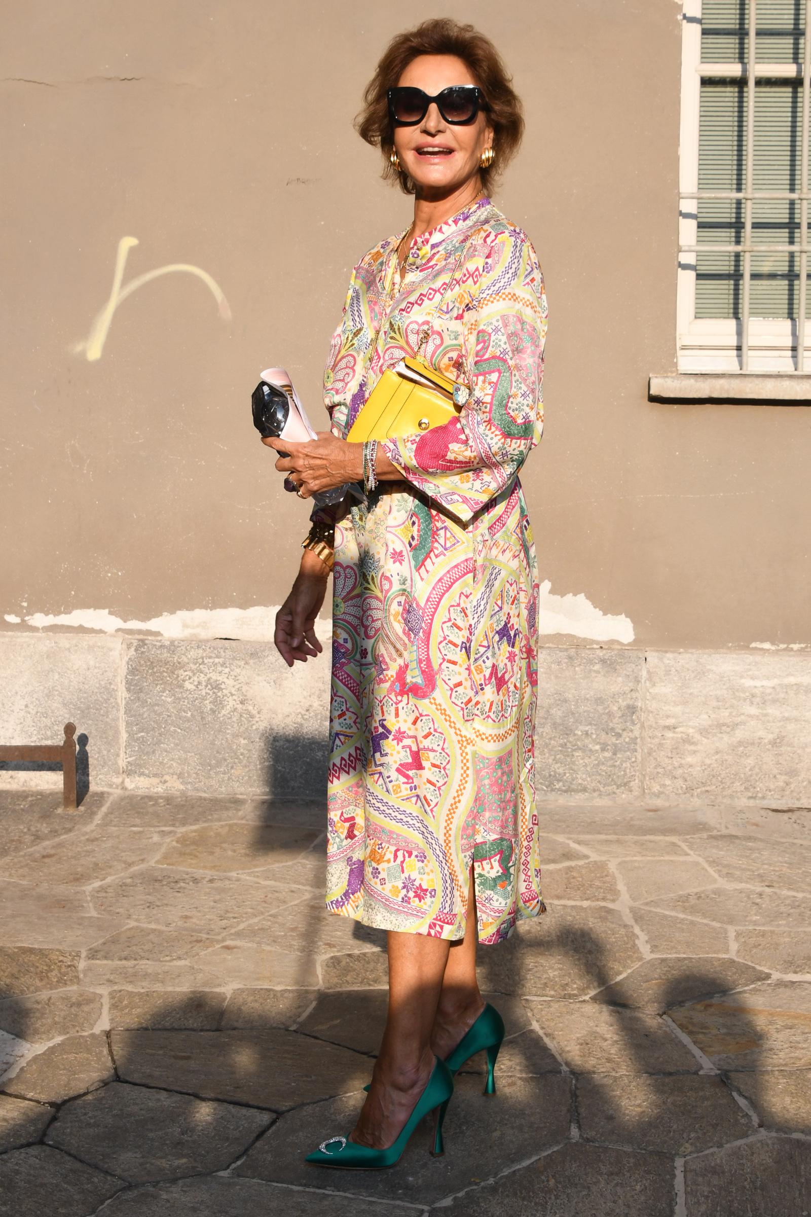 Naty Abascal con vestido de Etro y salones de Aquazzura.