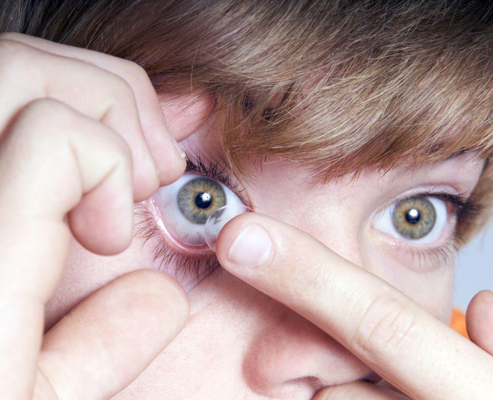Las lentes de contacto MiSight® 1 day se convierten en una perfecta alternativa a las gafas.