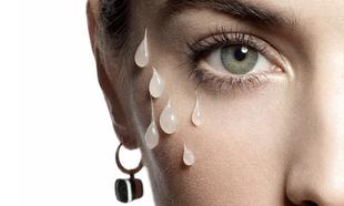 Es posible combatir las ojeras sin recurrir al maquillaje.
