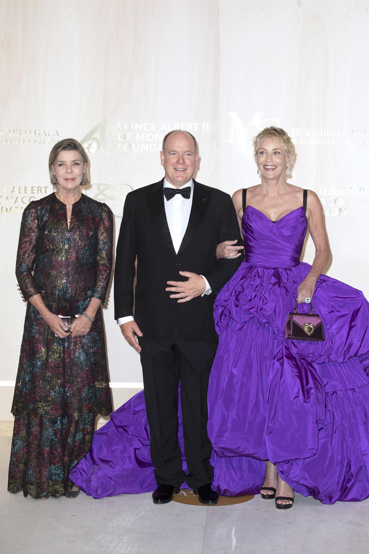 Carolina de Mónaco, con el príncipe Alberto y la actriz Sharon Stone.