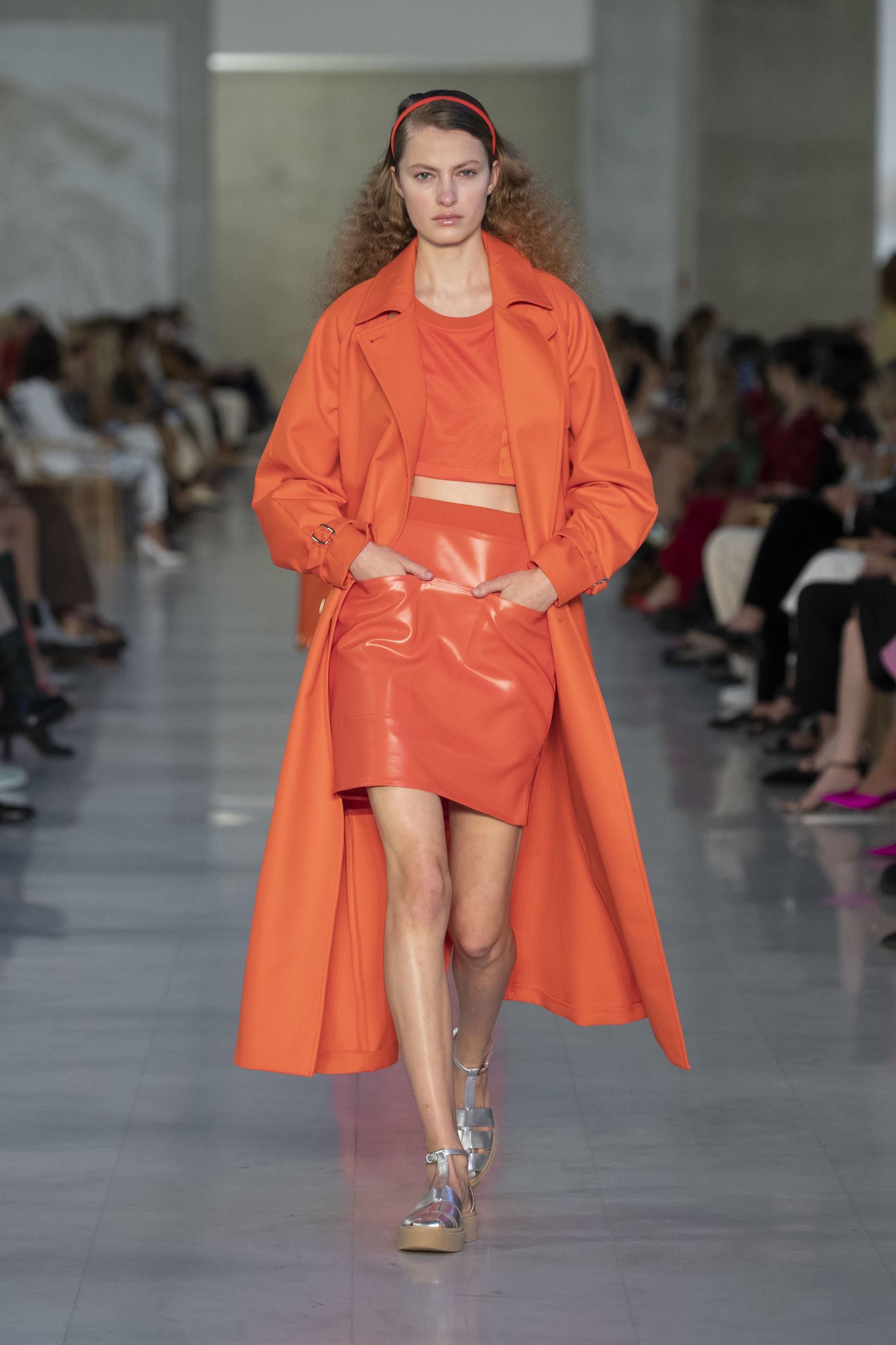 Look naranja de Max Mara.