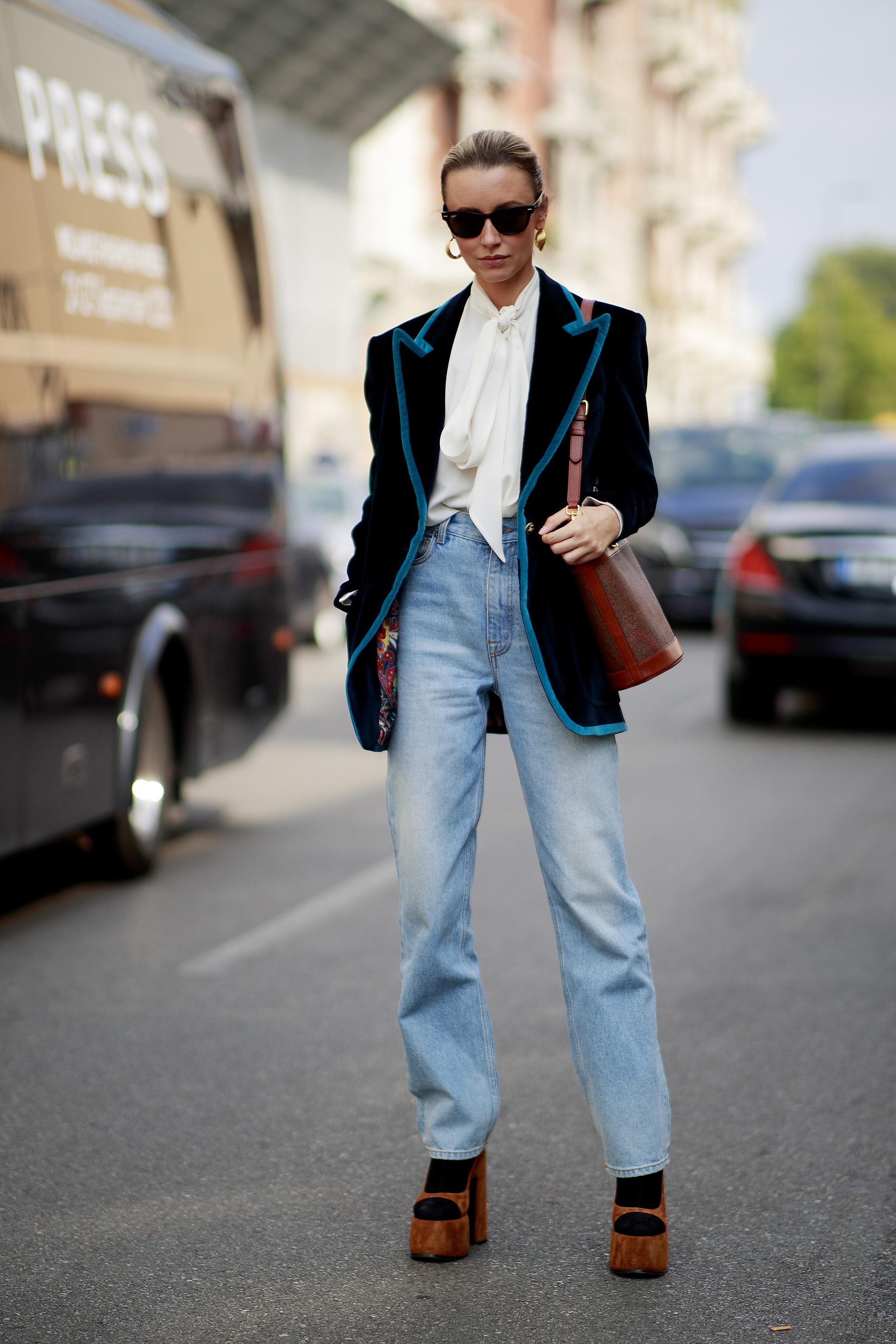 La opción que siempre funciona, con jeans y blazers.