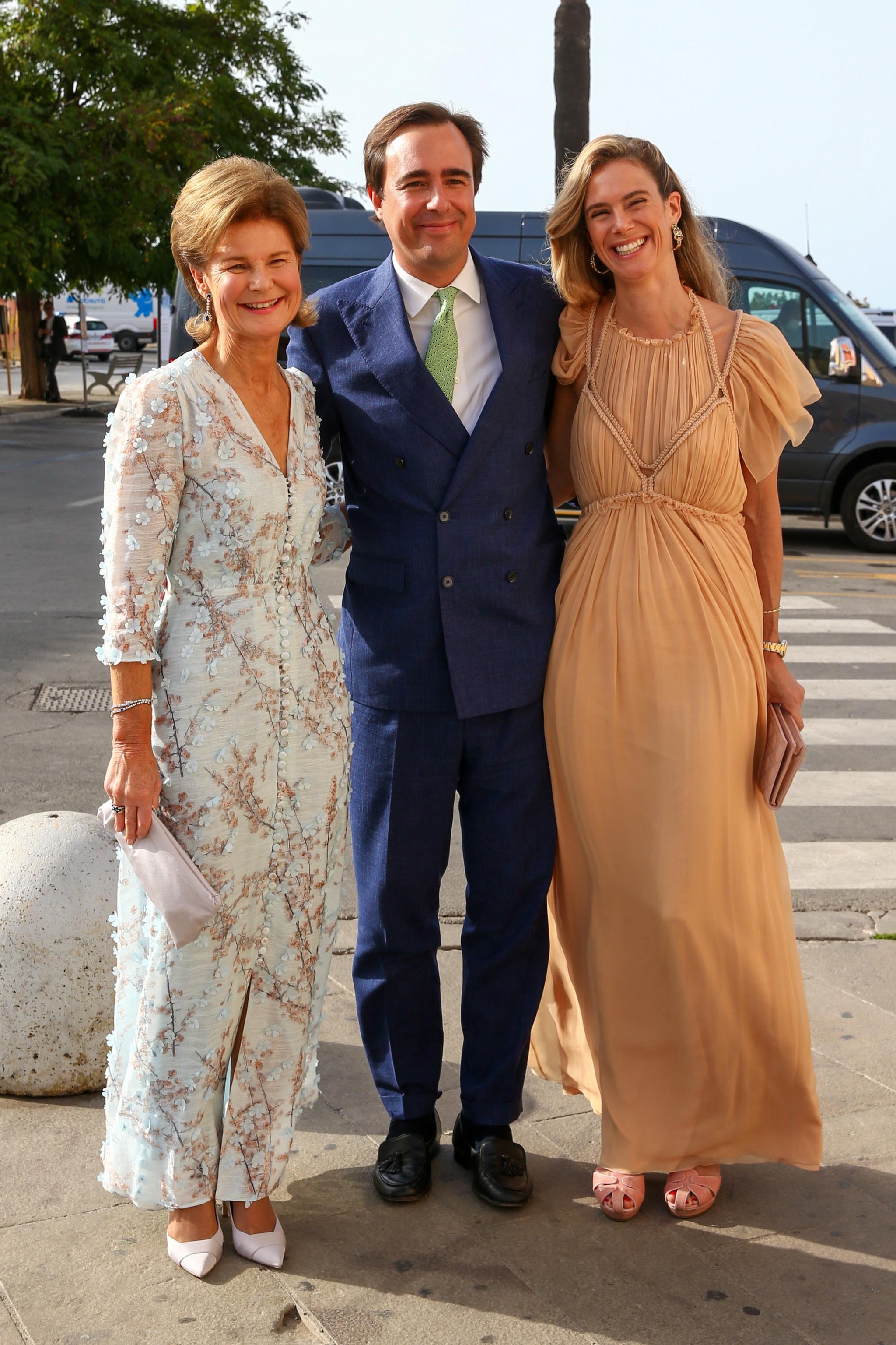 Maria Anunciata de Liechtenstein con su marido y su madre.