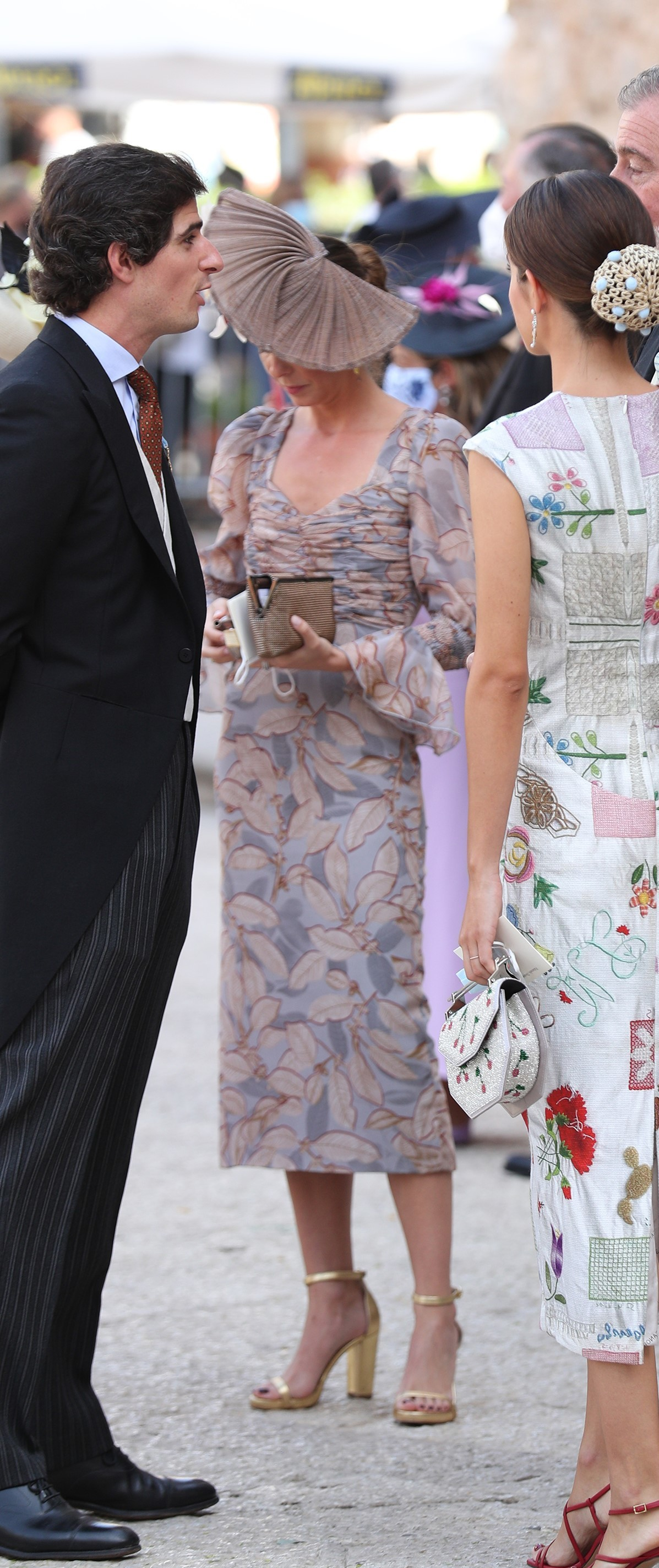 Belén Corsini con vestido de Matelier y tocado de Mimoki.