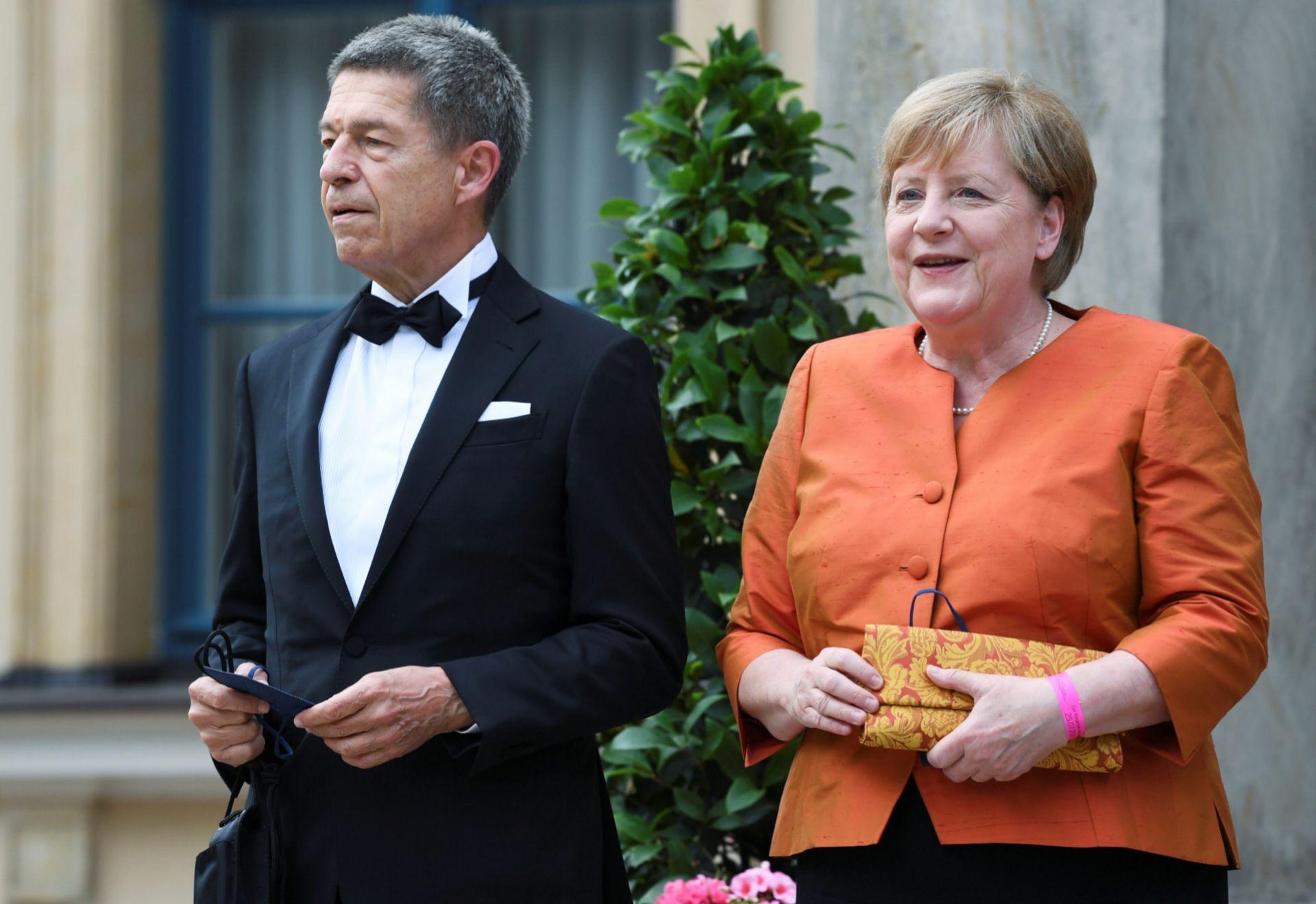 Angela Merkel con su marido