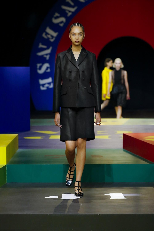 Sastre bermuda de la colección primavera-verano 2022 de Dior.