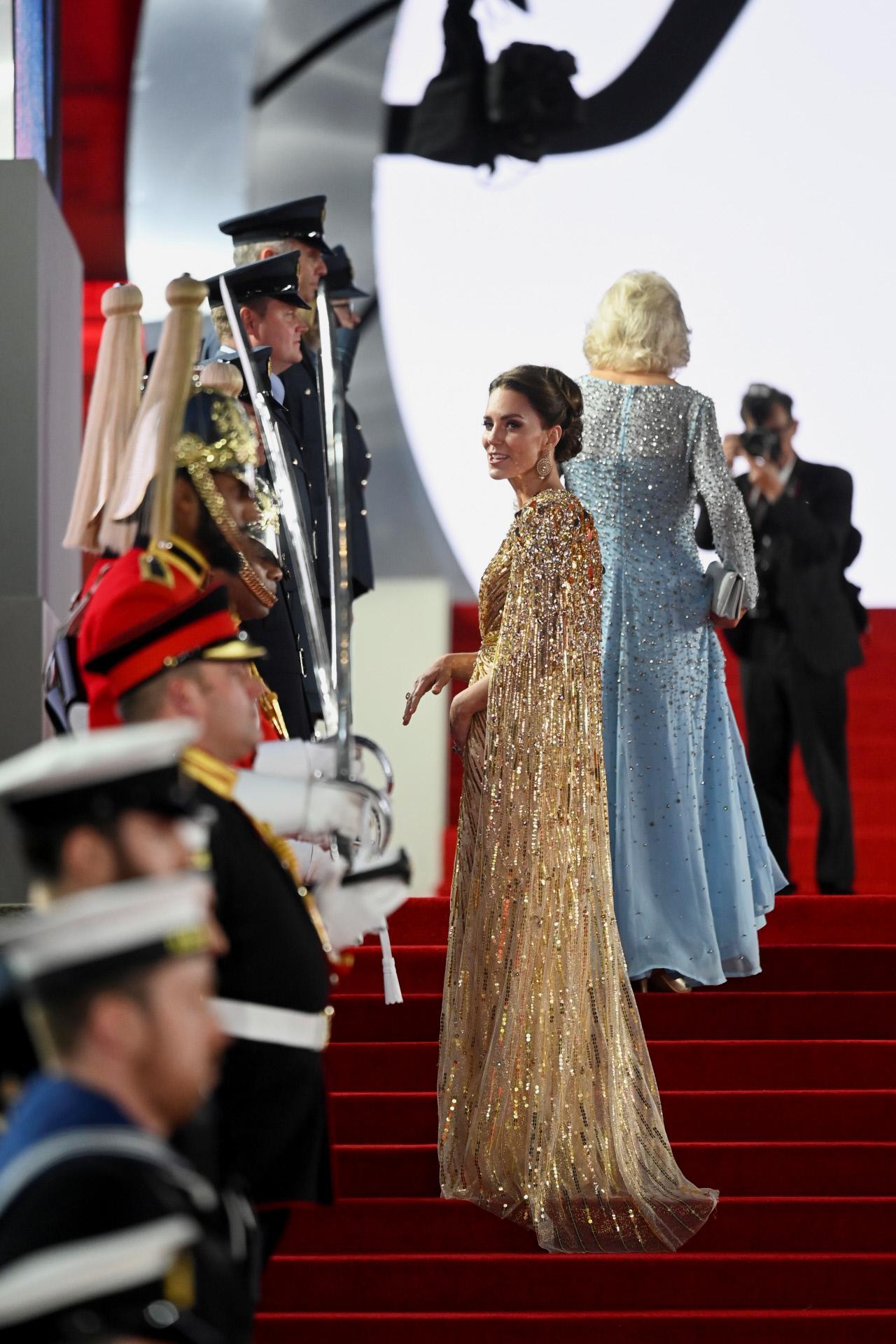 La capa se unía al vestido a través de unas hombreras que armaban la figura de la duquesa de Cambridge.