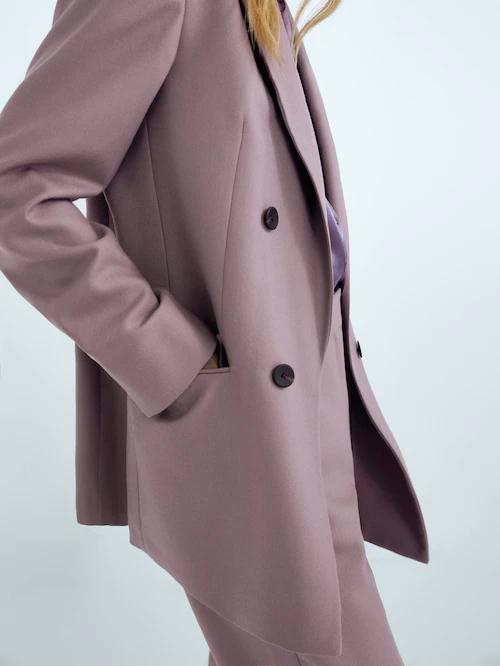 ¿Qué te parece en tono lila? Massimo Dutti lo borda.
