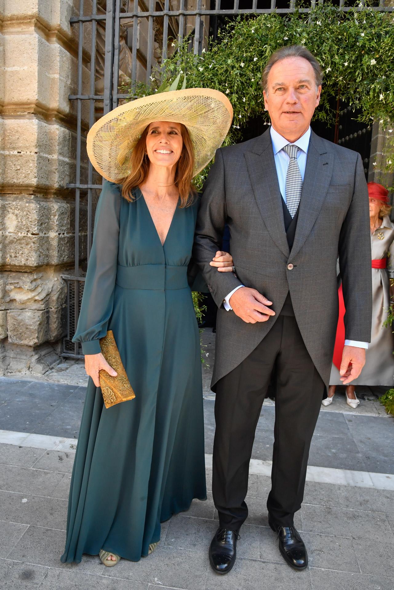 María Carrión, madre del novio, con Bertín Osborne, padre de la novia.