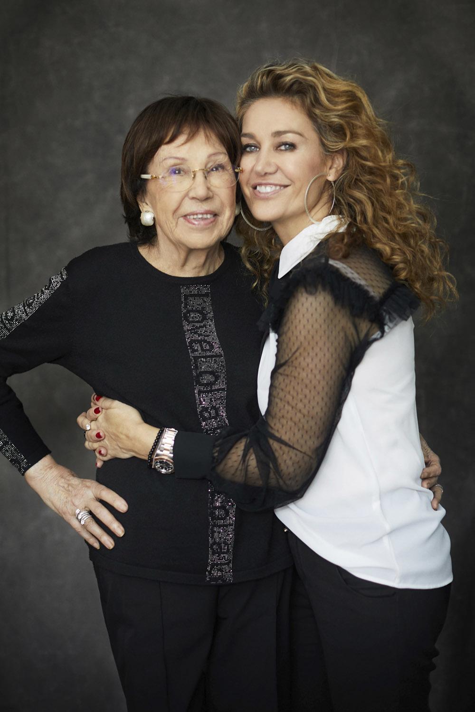 La Sra. Lola Casademunt y su hija Maite que continúa con su legado.