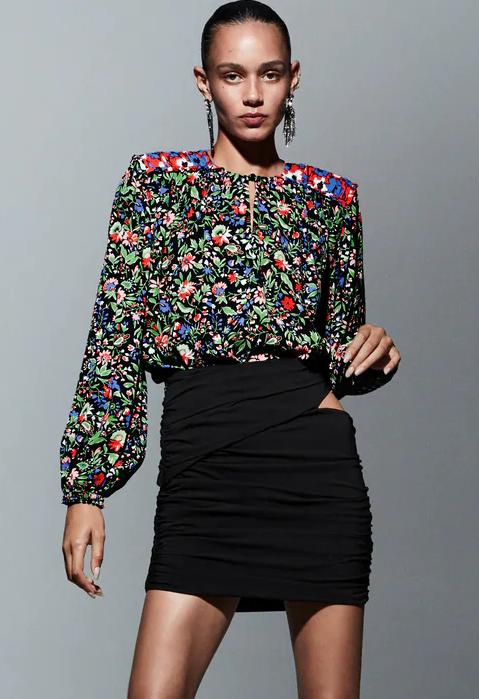 Camisa patchwork y min negra de Zara.