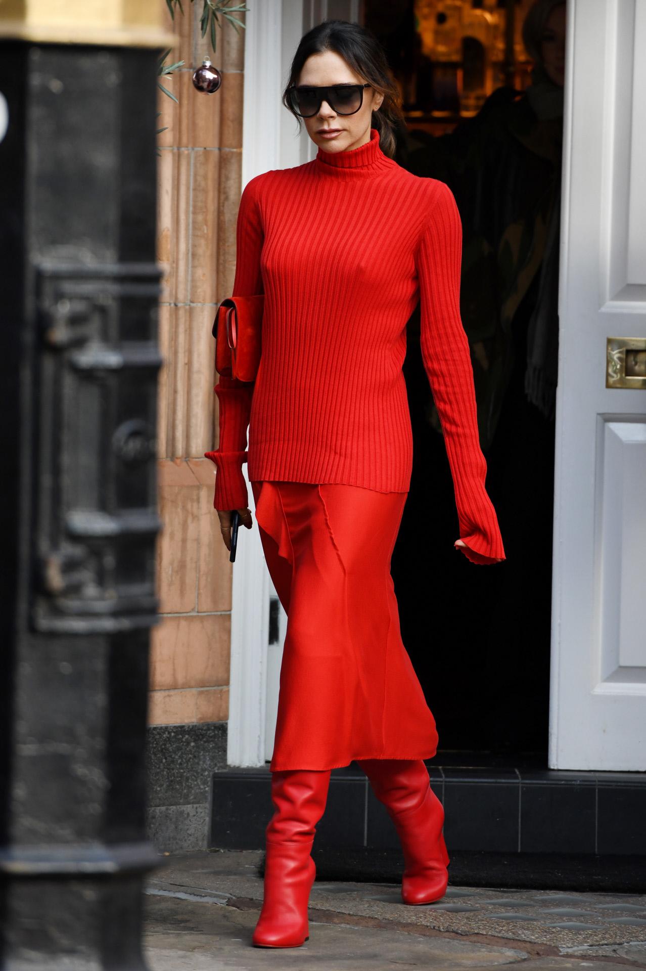 Los estilismos monocolor son unos de los favoritos de Victoria Beckham