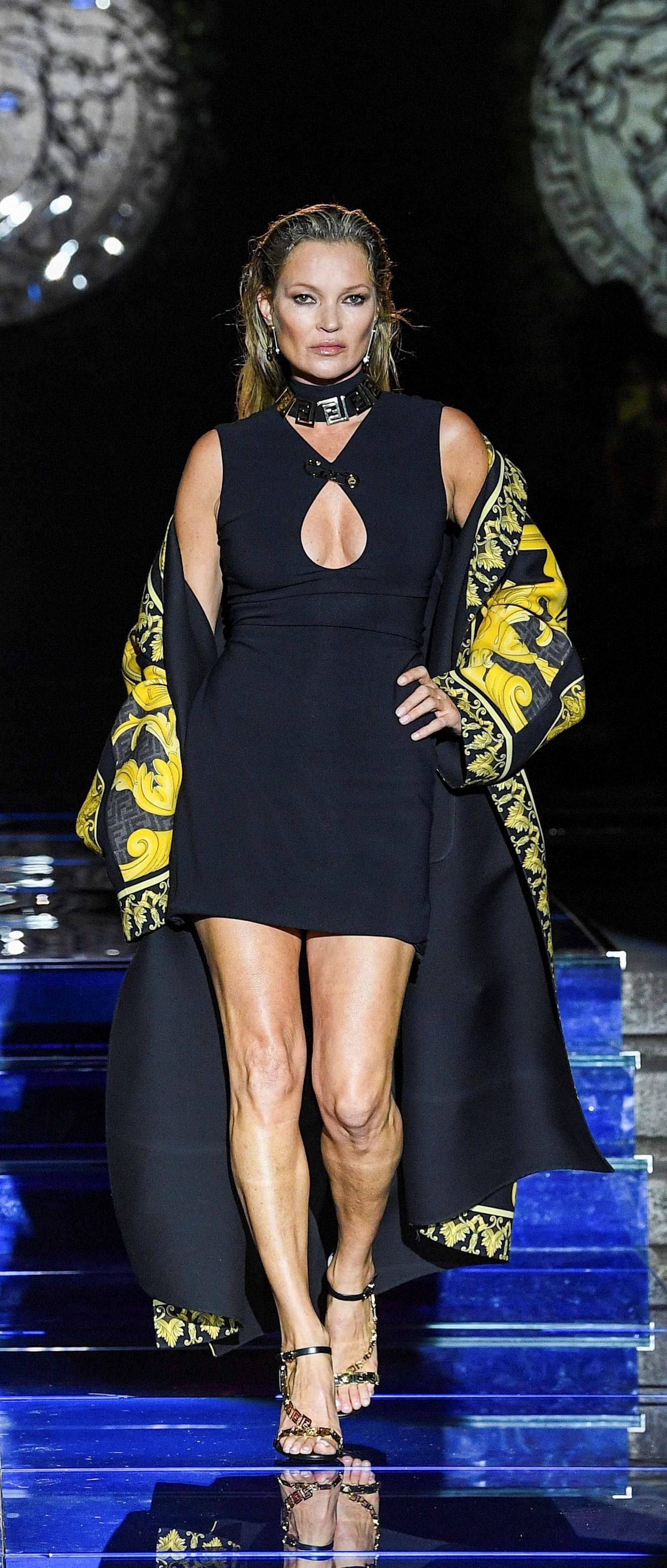 Kate Moss desfilando en la semana de la moda de Milán.