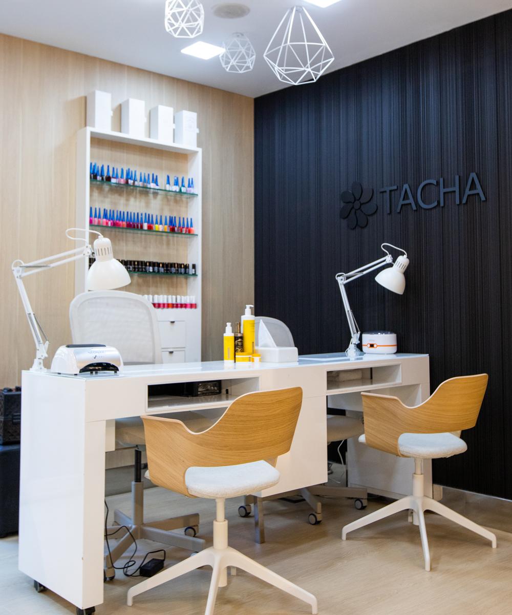 Espacio de manicura de Tacha Beauty en El Plantío (Ochandiano, 35).