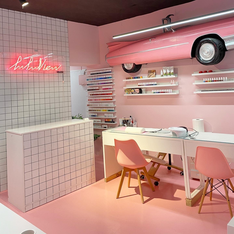 Luluview se inspira en los salones de manicura estadounidenses de los años 60.