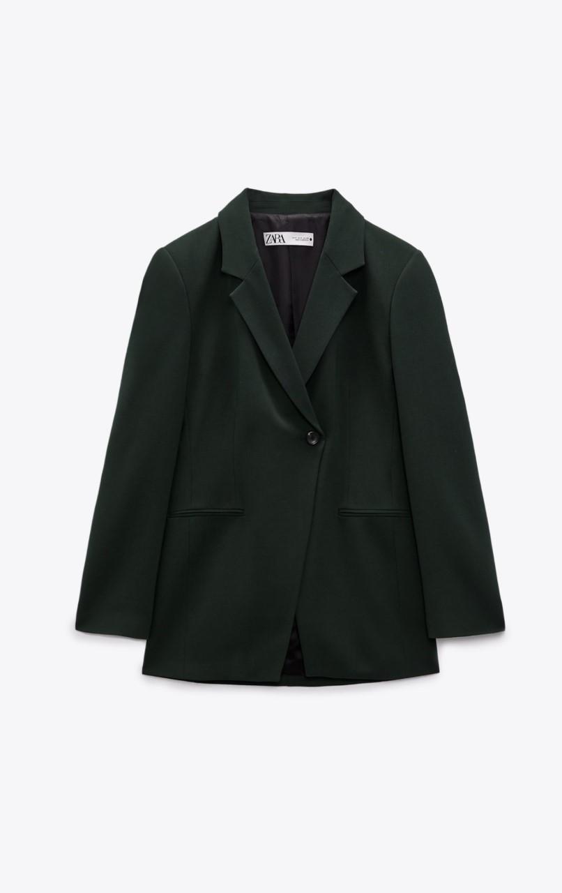 Blazer de botones cruzada de Zara (39,95 euros).